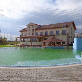 Hotel agrement turistic + strand situat in Marghita, Bihor